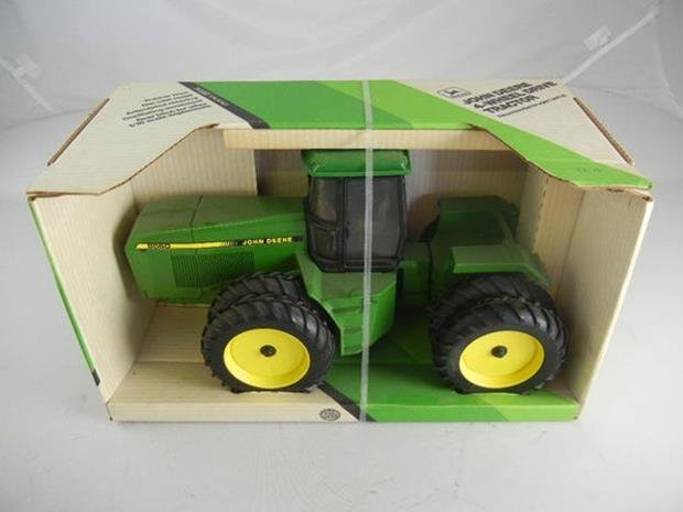 1990 Ertl 1/16th Scale Diecast John Deere 8560 4-Wheel