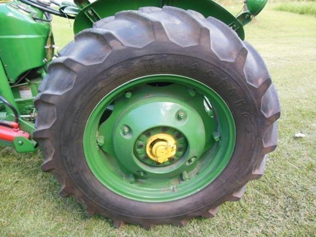 Oliver Super 55 Farm Tractor, Loader, Restored, 3pt - 9
