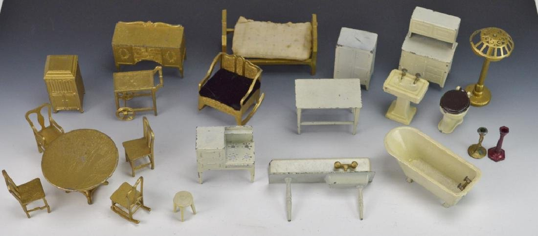 Vintage Miniature Tootsietoy Doll House Furniture