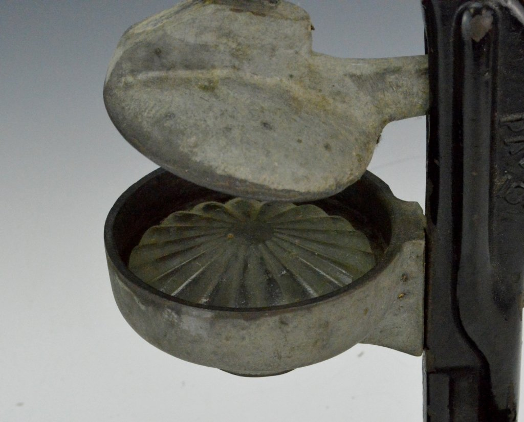Antique Cast Iron Juicer - 4