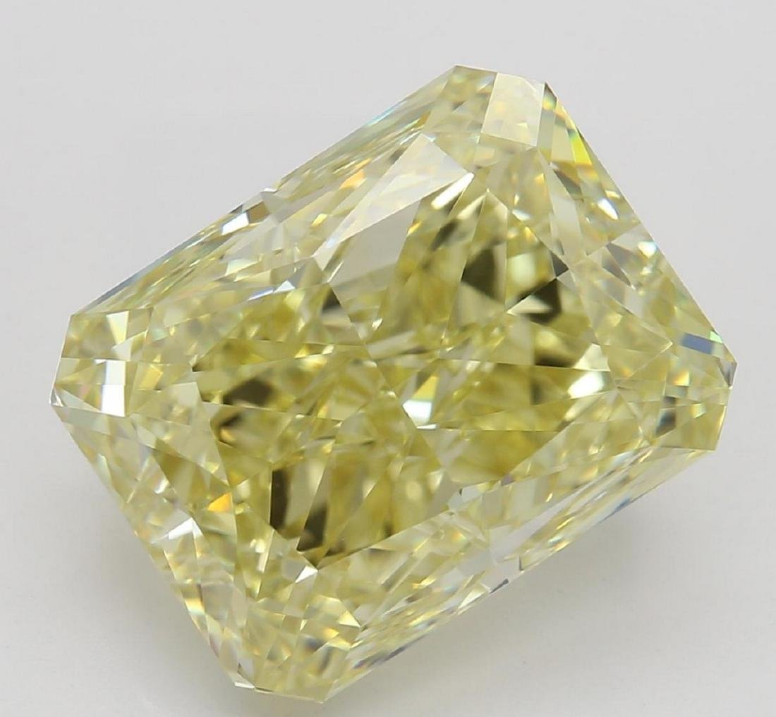 5.04 ct, Yellow/VVS2, Radiant cut Diamond