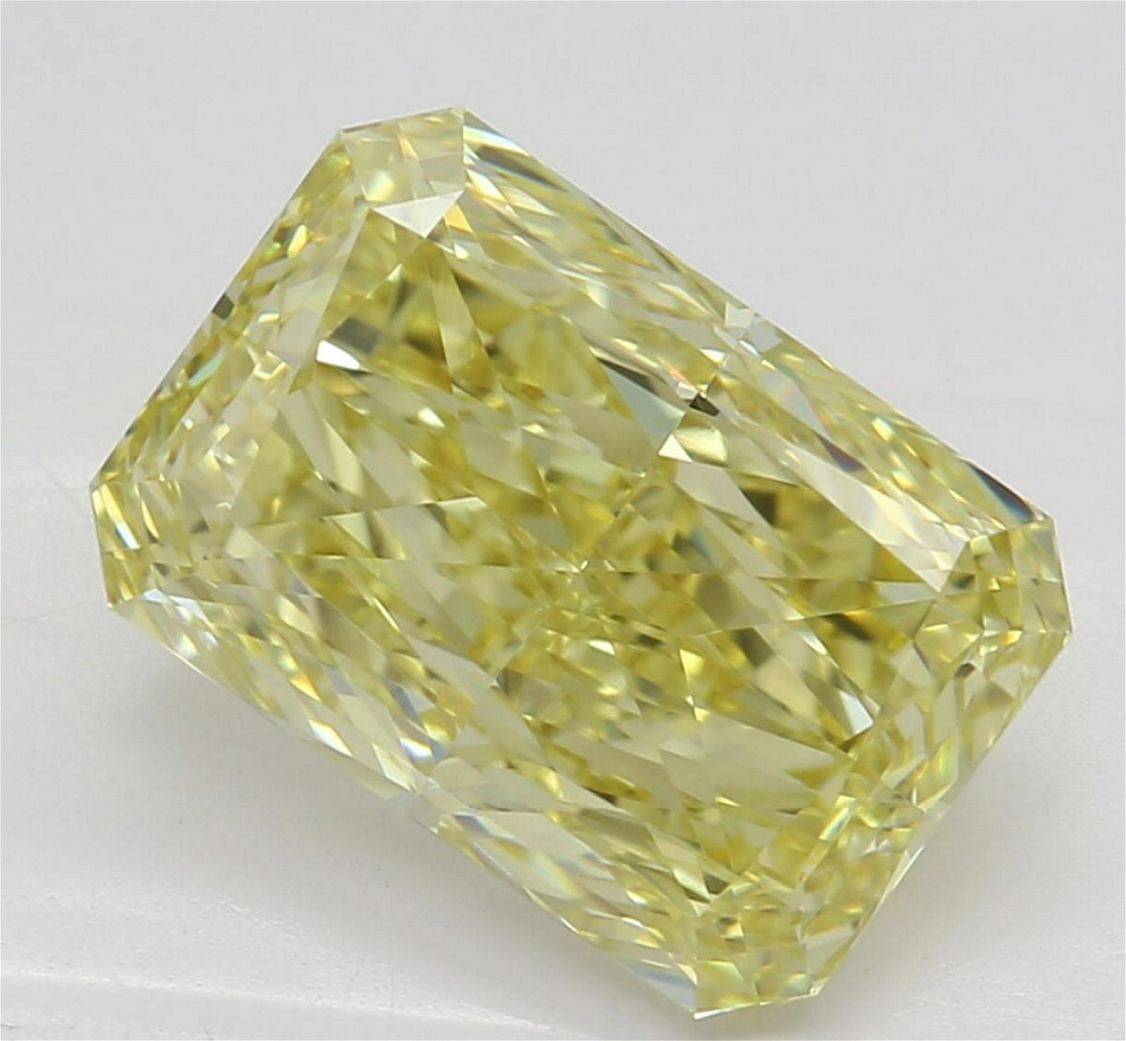 2.28 ct, Yellow/VVS2, Radiant cut Diamond