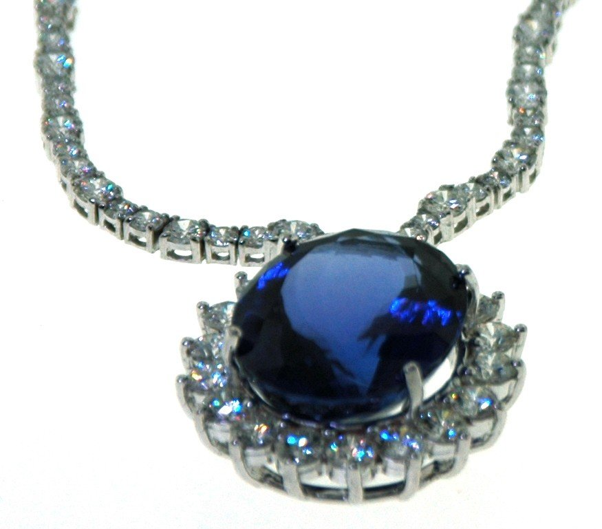 4: 18 kt Necklace with 17.39 carat in dia, 32.85 carat