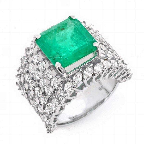 30: 18 kt ring with 5.21 carat in dia, 8.99 carat in Em