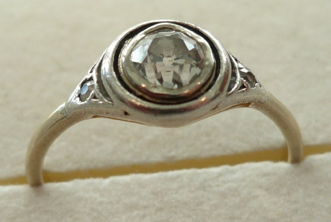 00203B: Diamant-Solitärring 585er GG und WG, gestemp. 1