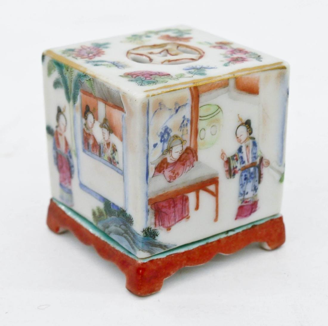 Chinese Famille Rose Porcelain Cricket Box