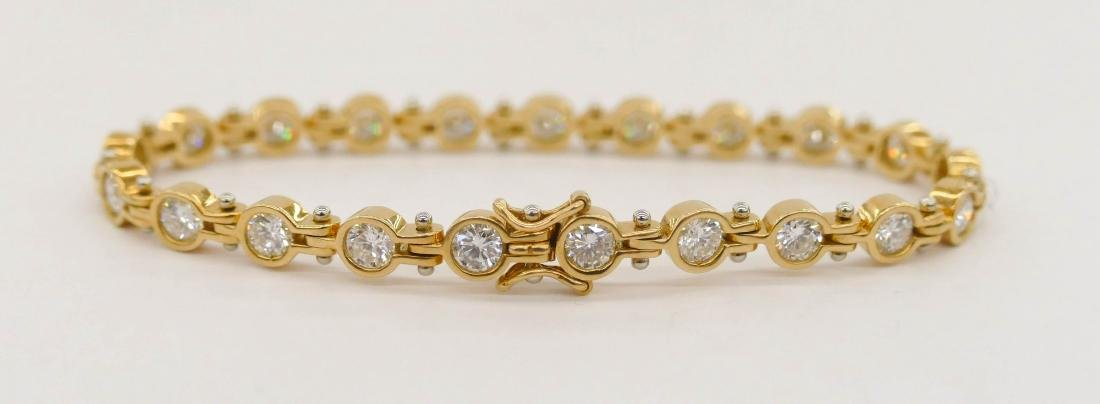 Lady's 3.94ctw Diamond 18k Gold Tennis Bracelet 6.5''.