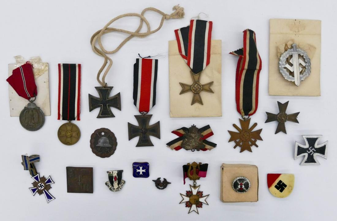 19pc WWII German Medals & Iron Crosses. Sizes range
