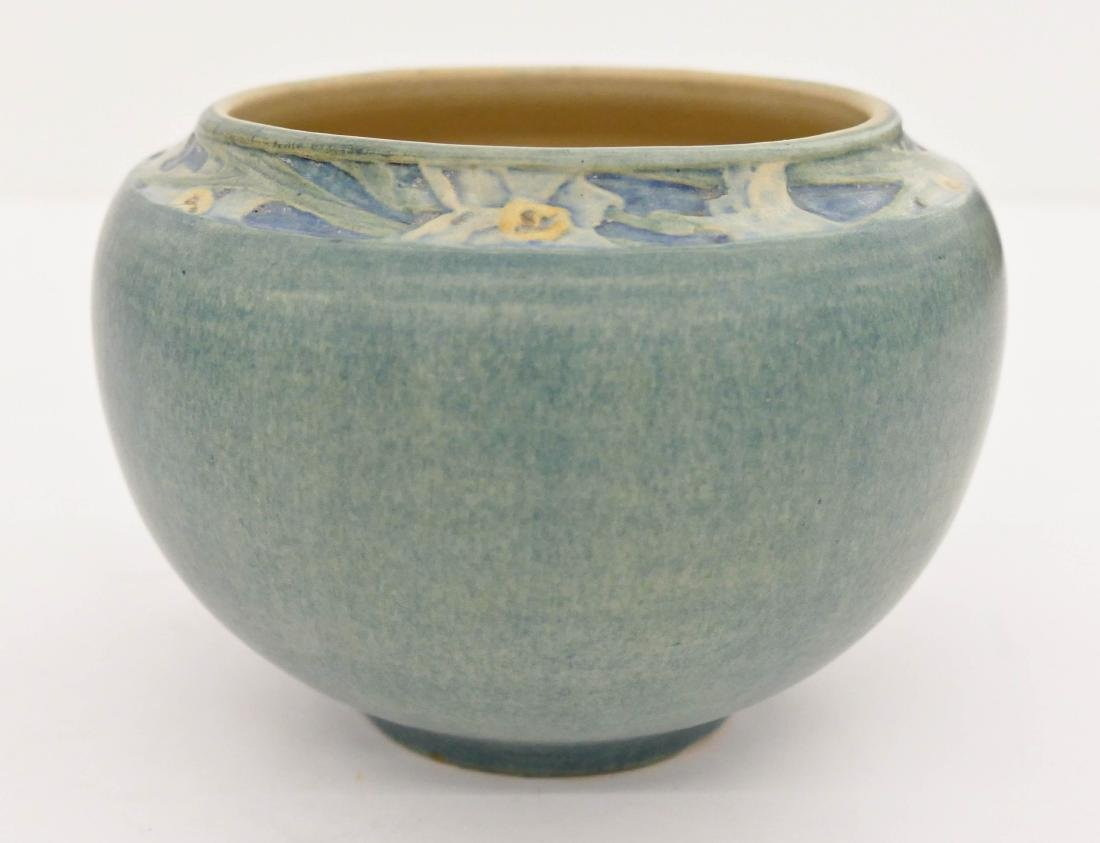 Newcomb College Jonquil Pot Pottery Vase 4.25''x6.25''.