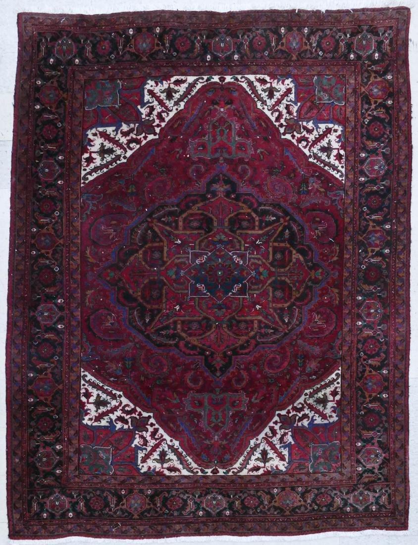 Persian Heriz Ahar Oriental Rug 8'x11'. Medallion rug