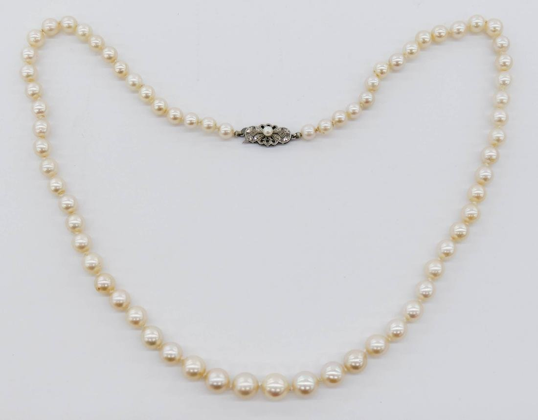 Lady's 14k Pearl Necklace 22''. A long strand including