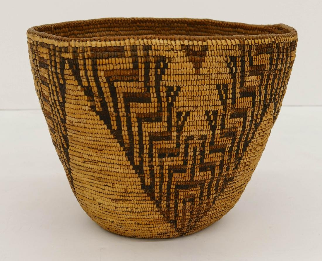 Antique Cowlitz Large Indian Basket 10''x13''. A large