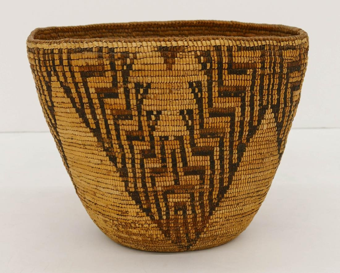Antique Cowlitz Large Indian Basket 10''x13''. A large - 2