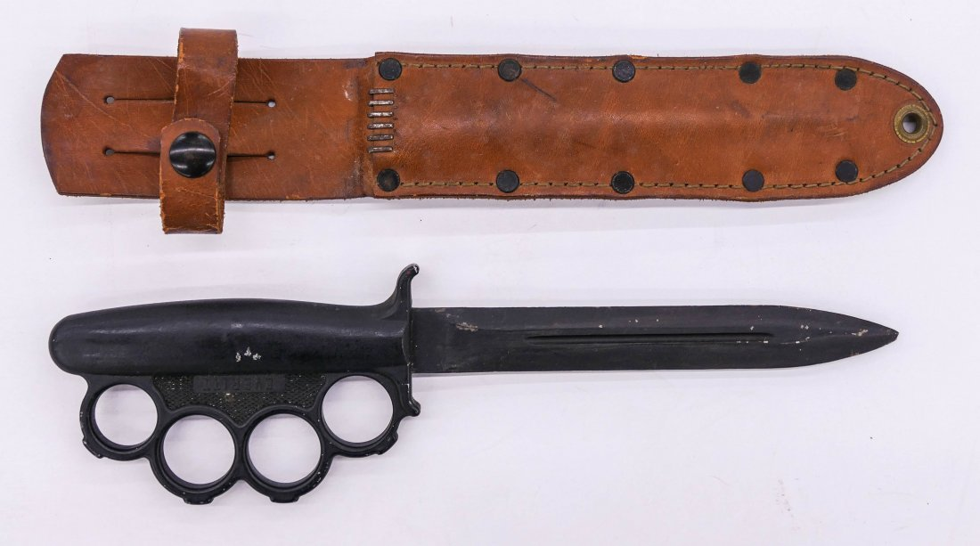 """WWII US Everitt Knuckle Trench Knife with Sheath 13"""". A"""