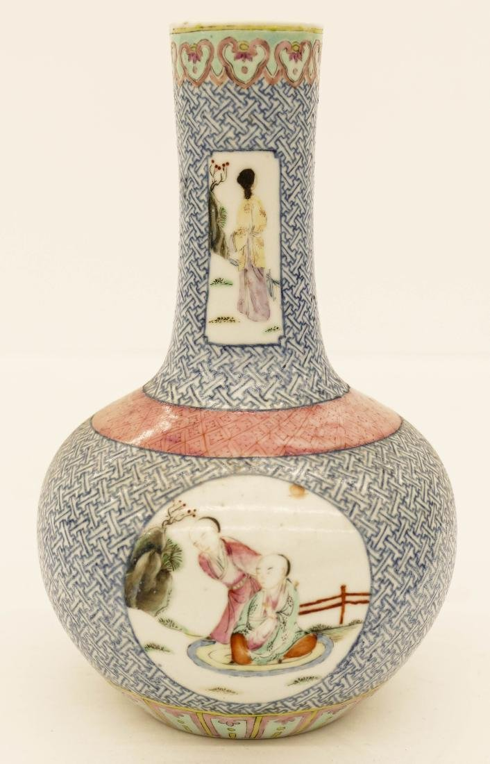Chinese Famille Rose Porcelain Bottle Vase 7.5''x5''.