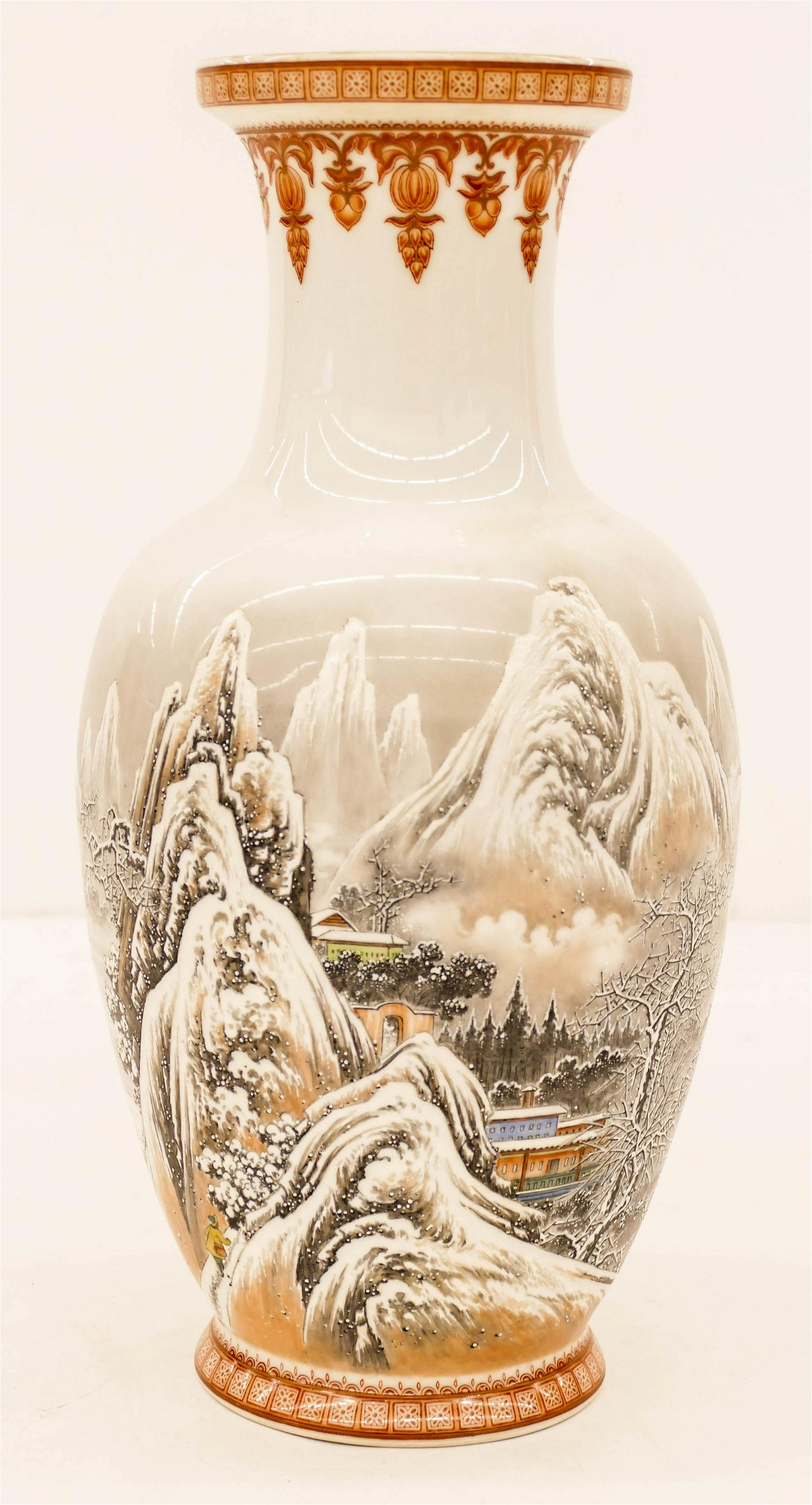 Fine Chinese Jingdezhen Winter Scene Porcelain Vase