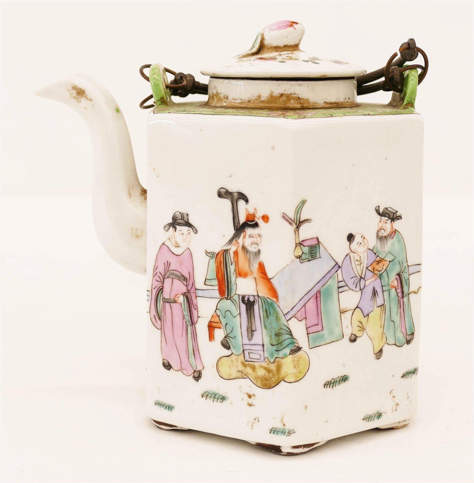 Chinese Tongzhi Porcelain Teapot 6''x6''. Famille rose