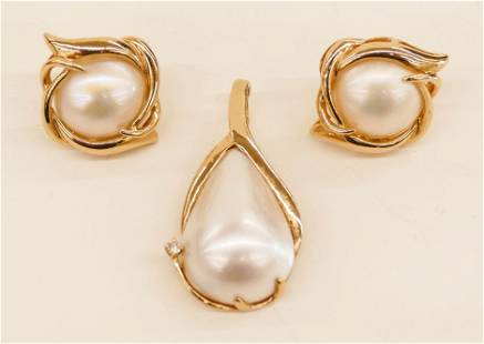 Ladys 14k Mabe Pearl Earrings and Pendant Set