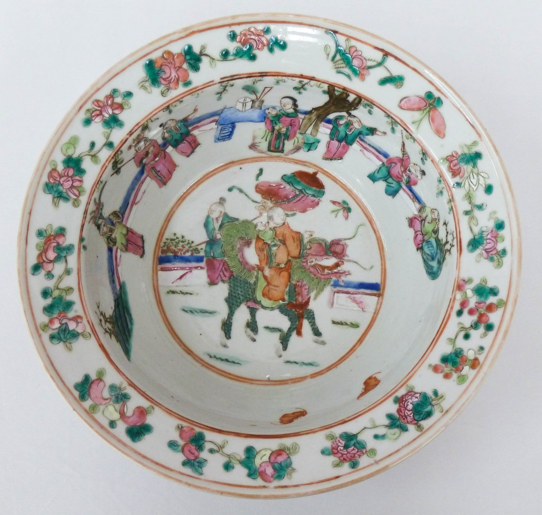 115: Chinese Famille Rose Porcelain Bowl with Figures i