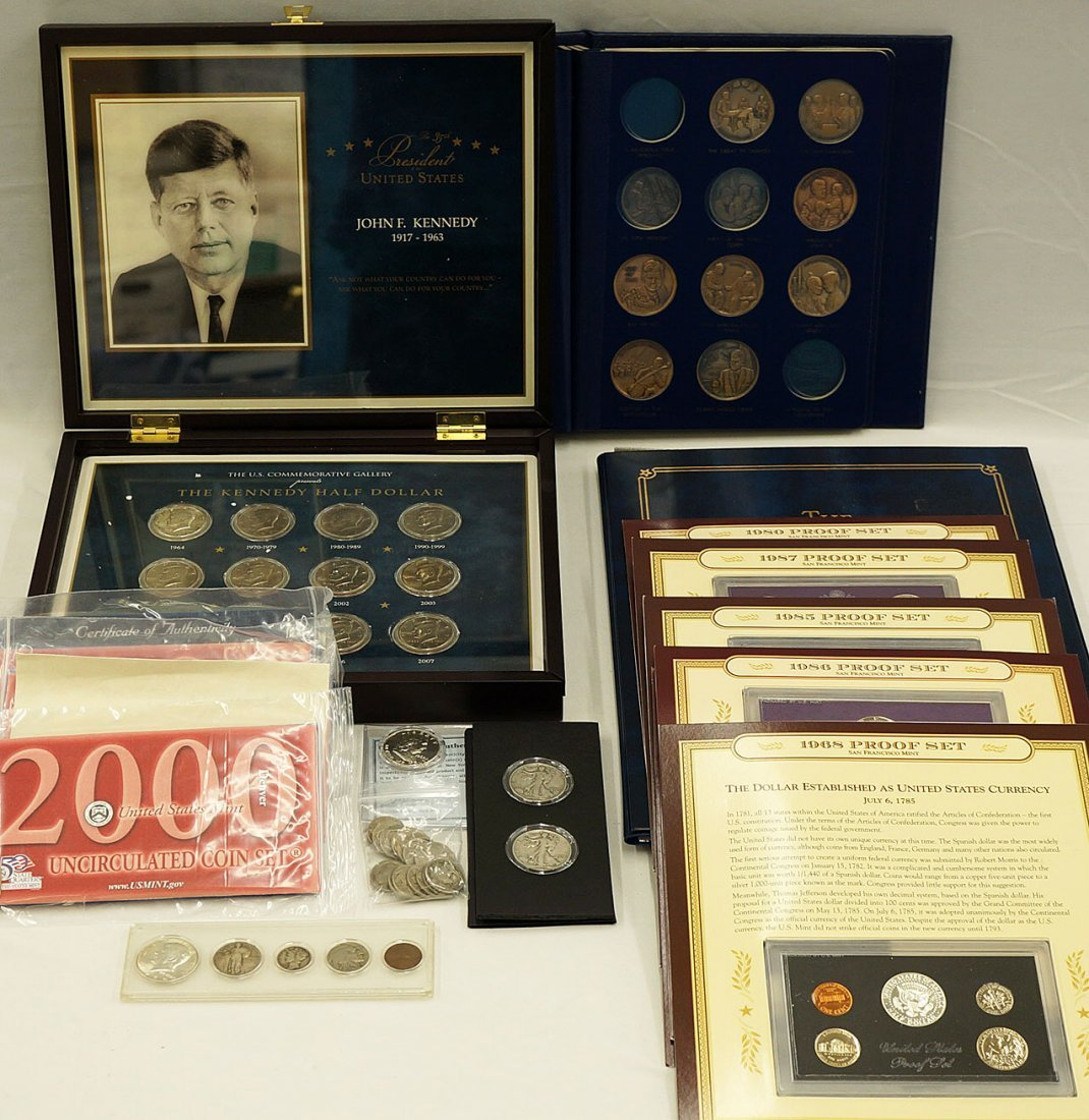 Group of assorted U.S. silver coins, bronze medals,