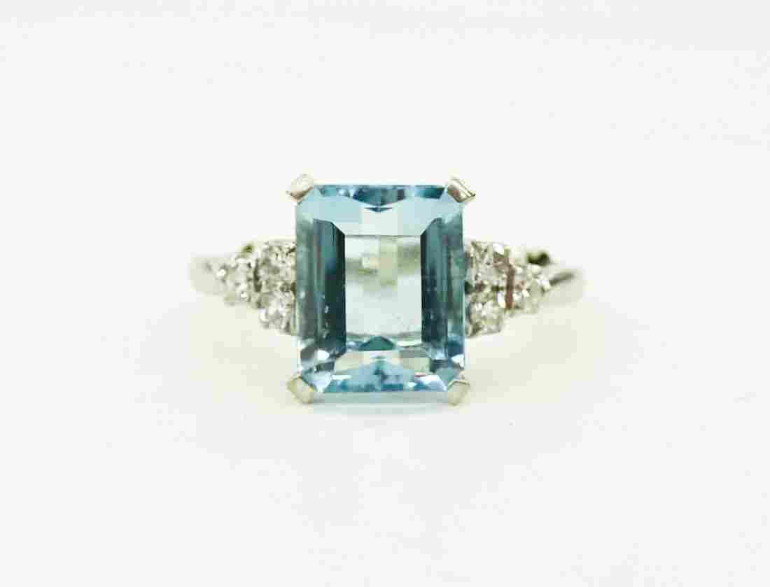 Ladies 3.2ct Aquamarine & Diamond Ring. Set in 14k
