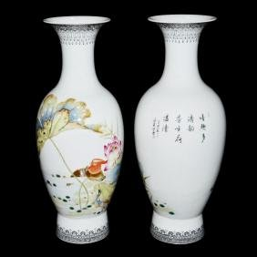 Qing, A Fine Pair of Delicately Painted Famille-Rose