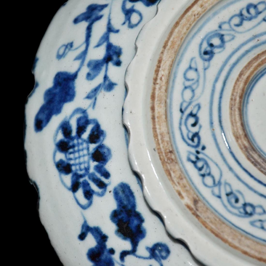 Ming, An Unusual Blue and White Bracket-Lobed Dish - 6
