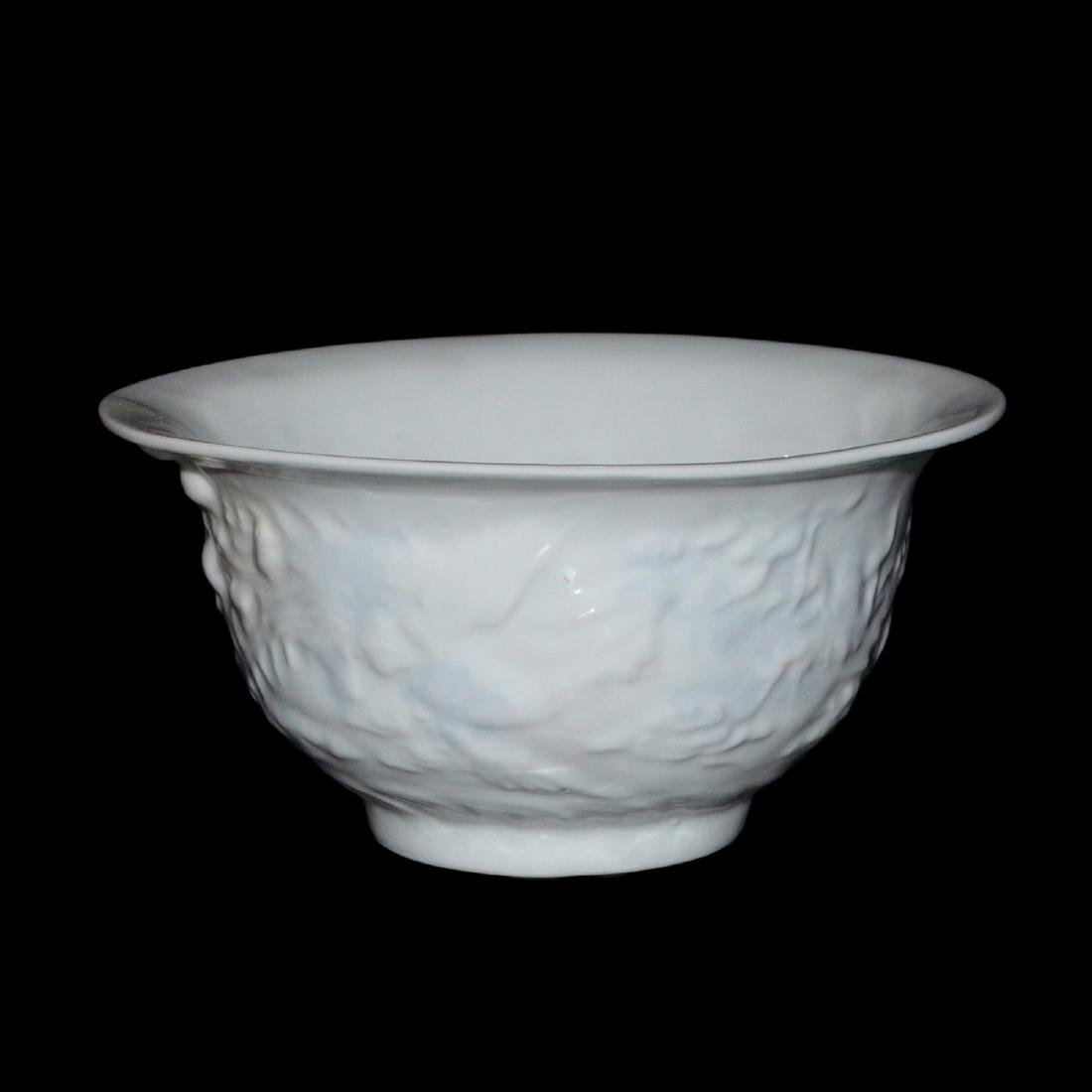 Ming Dynasty, White-Glazed Anhua Inside Decorated - 4