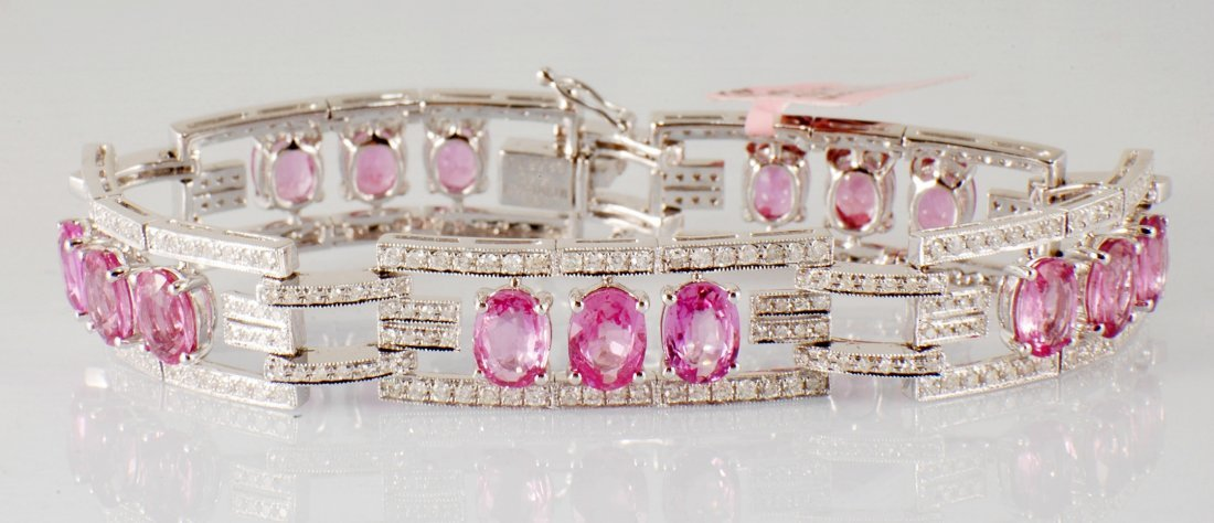 8: 17.13 ct Pink Sapphires and Diamonds Bracelet in 18K