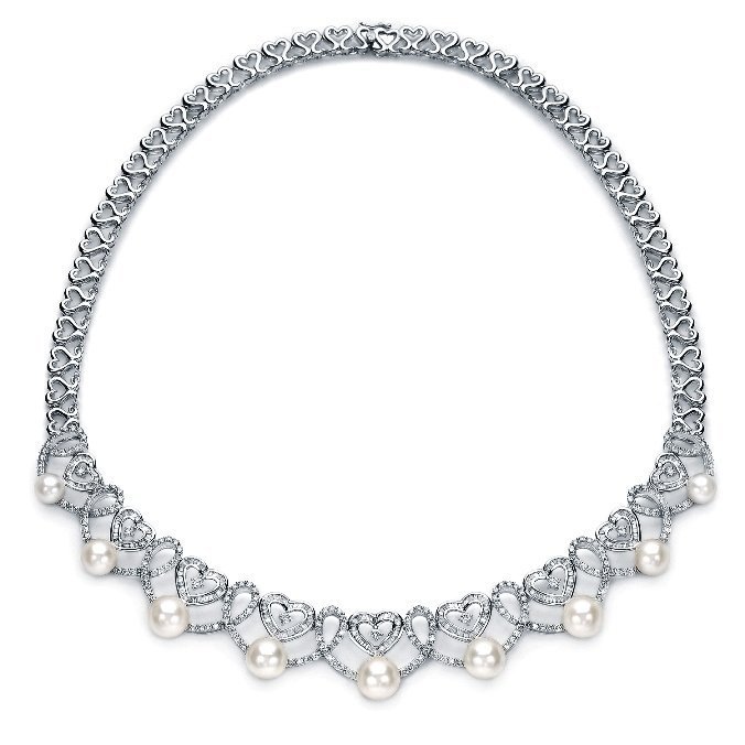 4.24ct Diamond and Pearl Heart necklace