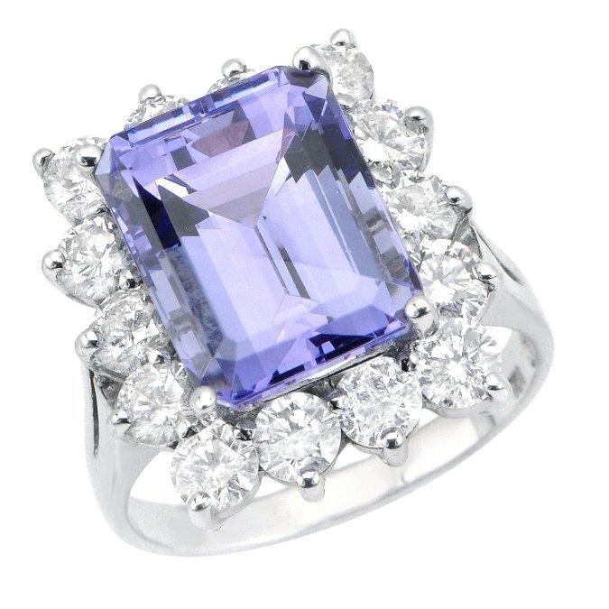 Tanzanite  (8.03 ct) & Diamond (2.20 ct) Ring