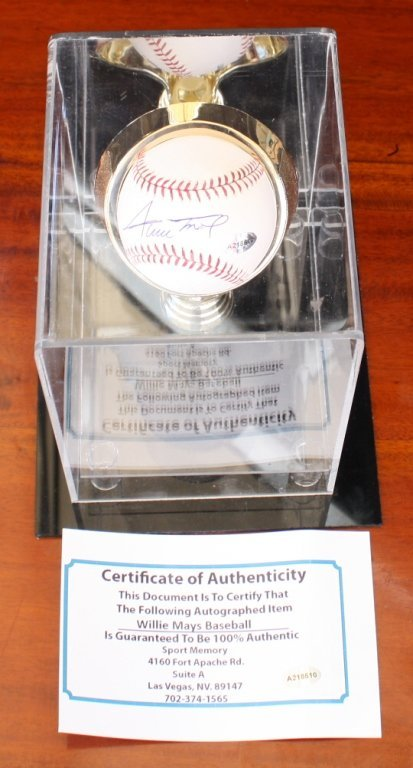 Willie Mays signed Baseball with cert Willie Mays