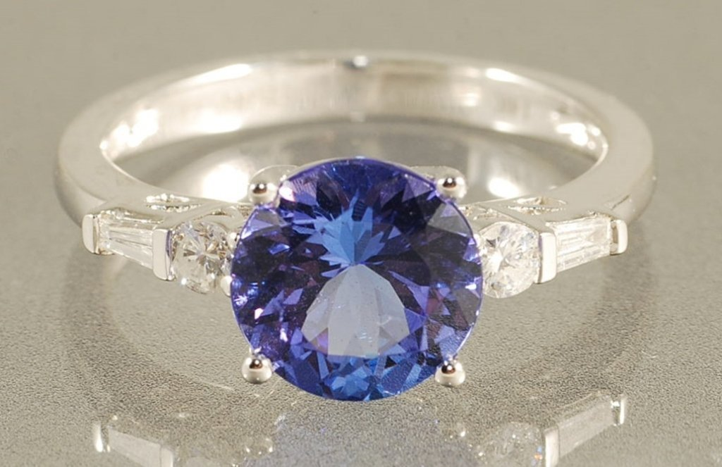 2.74CT TANZANITE & DIAMOND RING