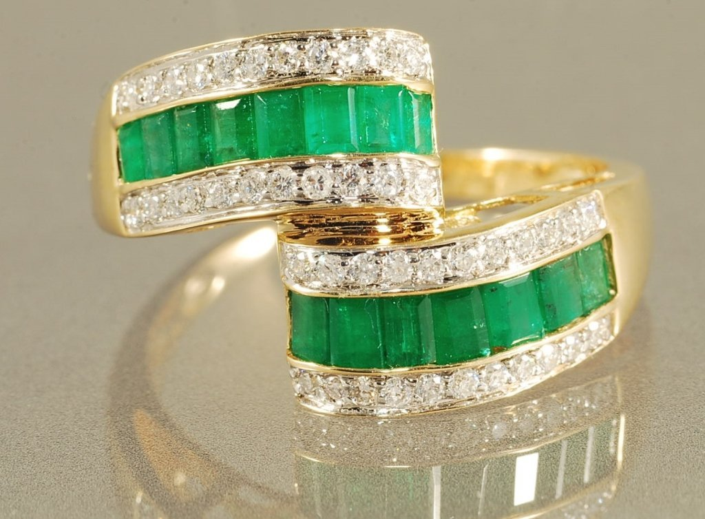 1.61CT EMERALD & DIAMOND RING