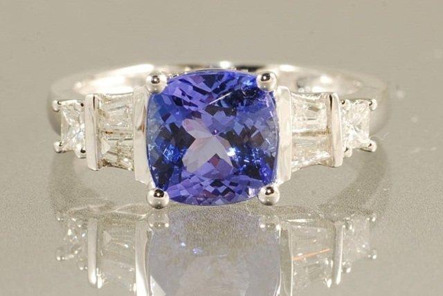 2.88ct TANZANITE & DIAMOND RING