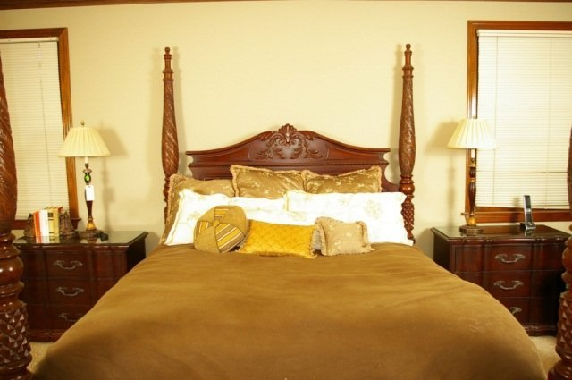 Bernhardt Belmont King Poster Bed & 2 Night Stands