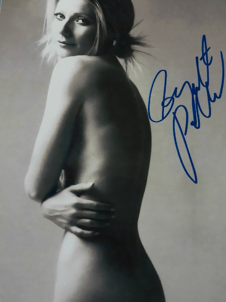 21: Gwyneth Paltrow Signed Photograph