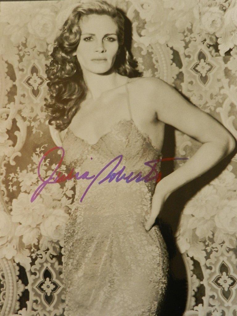 9: Julia Roberts Signed Photograph