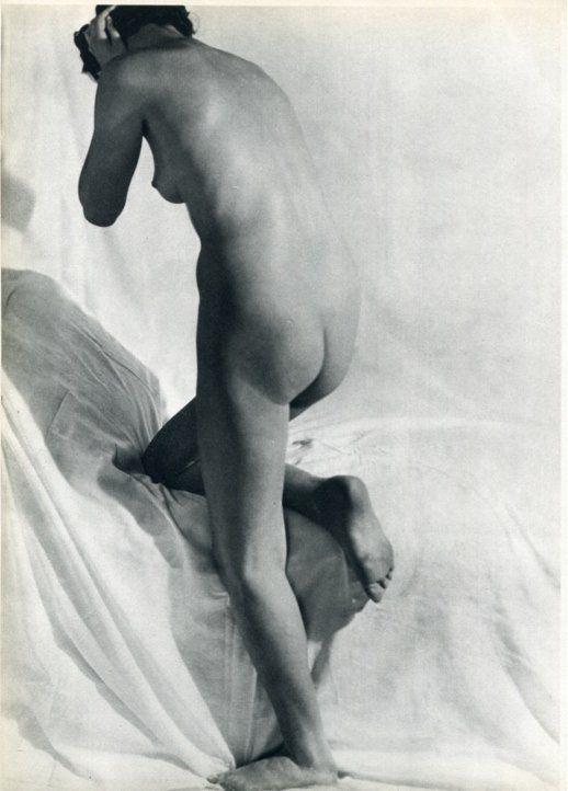 7: Laure Albin-Guillot  Photo gravure 1937: Nude