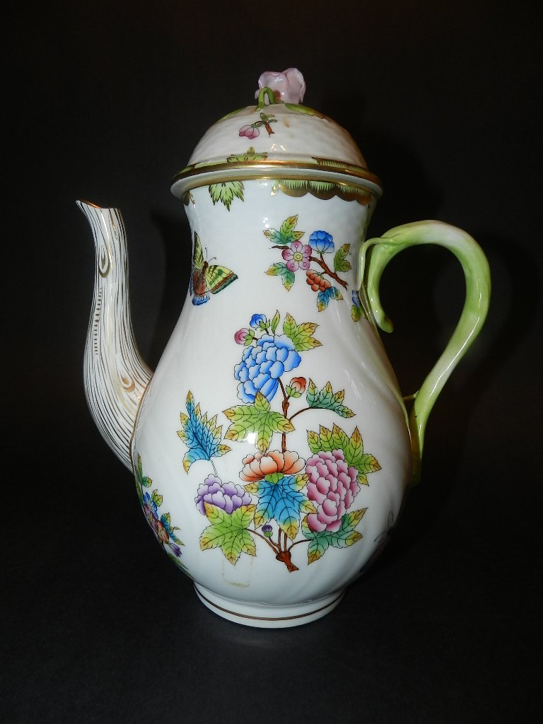 15: Herend Queen Victoria Tea Pot