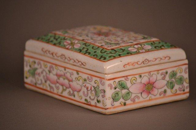 9: Famille Rose Box