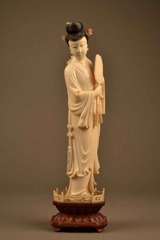 123: Ivory Carving of a Lady