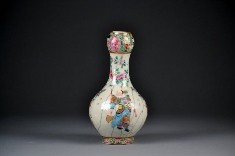 21: 19C Famille Rose Garlic Shaped Vase.  Beautiful col