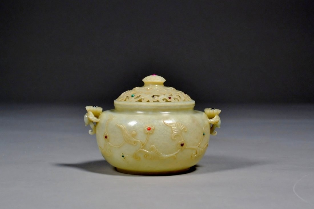 172: Chinese Qian Long  mark finely carved jade