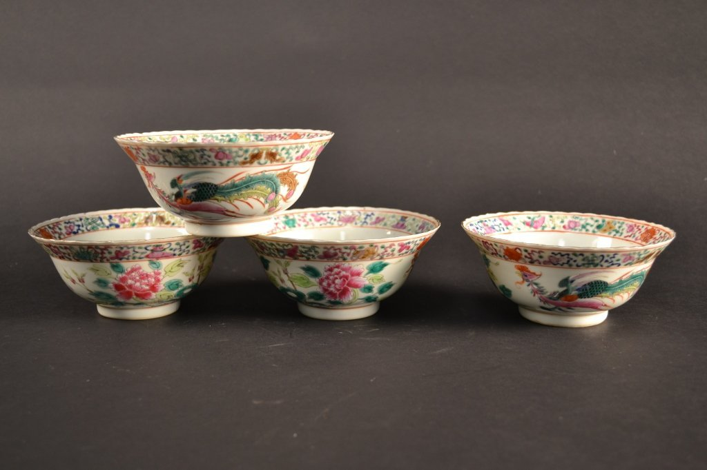 Four Chinese famille rose bowls with scalloped  rims 5.
