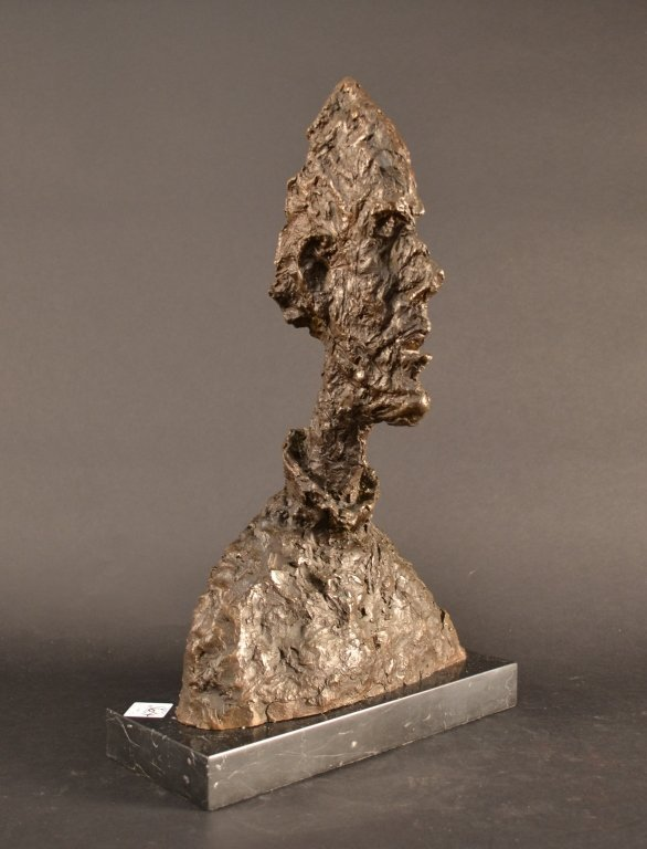 Very striking bronze sculpture After Giacometti