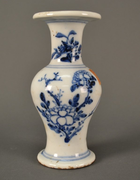 """Blue and White Chinese Vase size: 7"""" tall"""