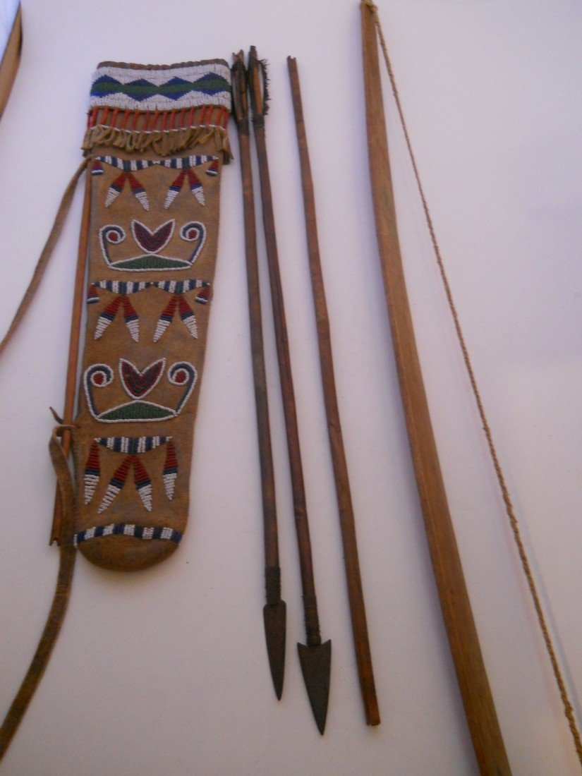19:C 1880 QUIVER BOW AND ARROWS, SEED BEADED POUCH