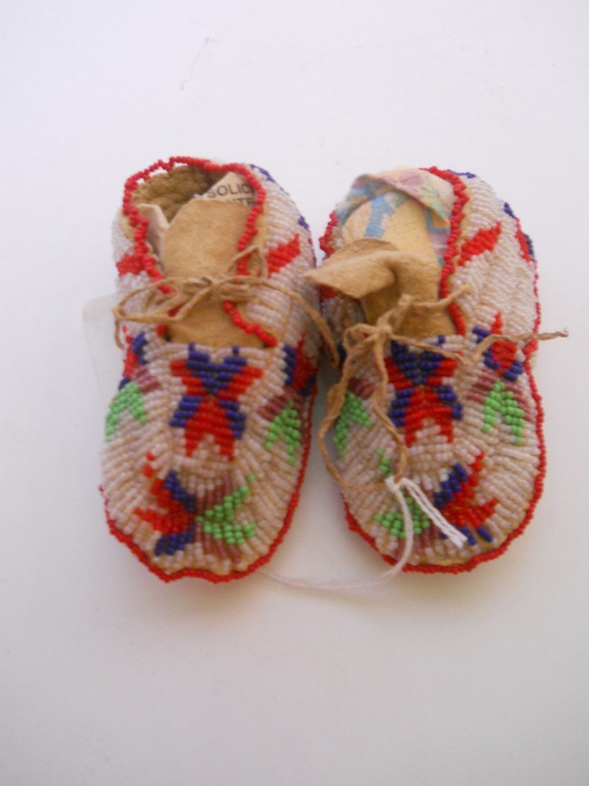 2:SIOUX INFANT SEED BEADED MOCCASINS