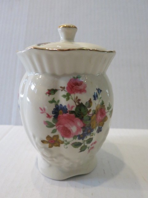 19: MARYLEIGH POTTERY FLOWER VASE STAFFORDSHIRE ENGLAND